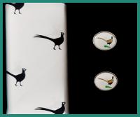 Sada vreckovka + manžetové gombíky BAŽANT - 100% bavlnená pánská vreckovka tematicky zladená s manžetovými gombíkmi. Tovar máme na sklade - pripravené k okamžitému odoslaniu!